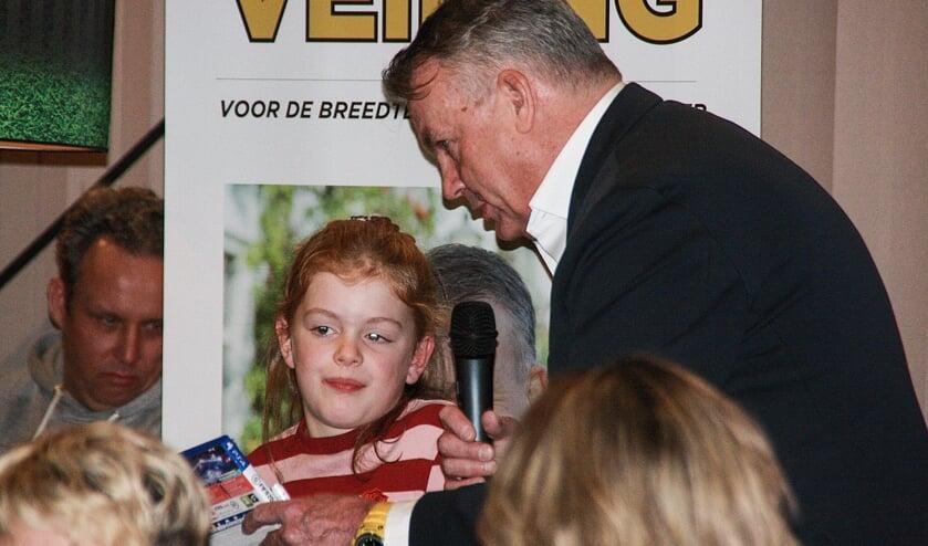 Tijdens de eerste veiling bij FC Winterswijk was voetbalpresentator- en commentator Sierd de Vos een van de gasten. Foto: PR FC Winterswijk