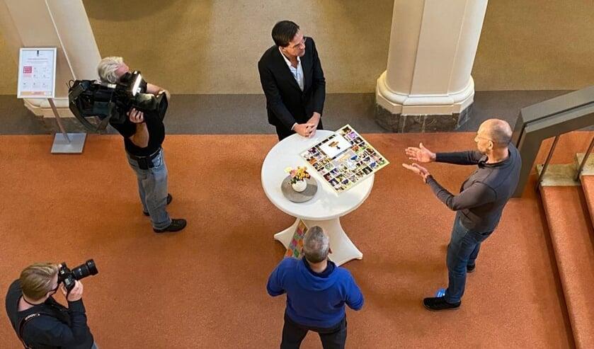 <p>Belangstelling van de pers voor het bezoek van Bert van Zijtveld en Alain Schepers bij premier Mark Rutte. Foto: Algemene Zaken</p>
