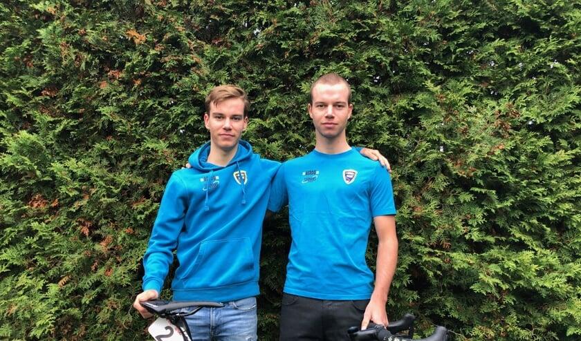 """<p>Pepijn Reinderink (rechts) samen met jongere broer Joris, doet bij het talententeam van Sunweb een gooi naar een profcontract: """"Ik ga komend jaar alles op alles zetten."""" Foto: PR</p>"""