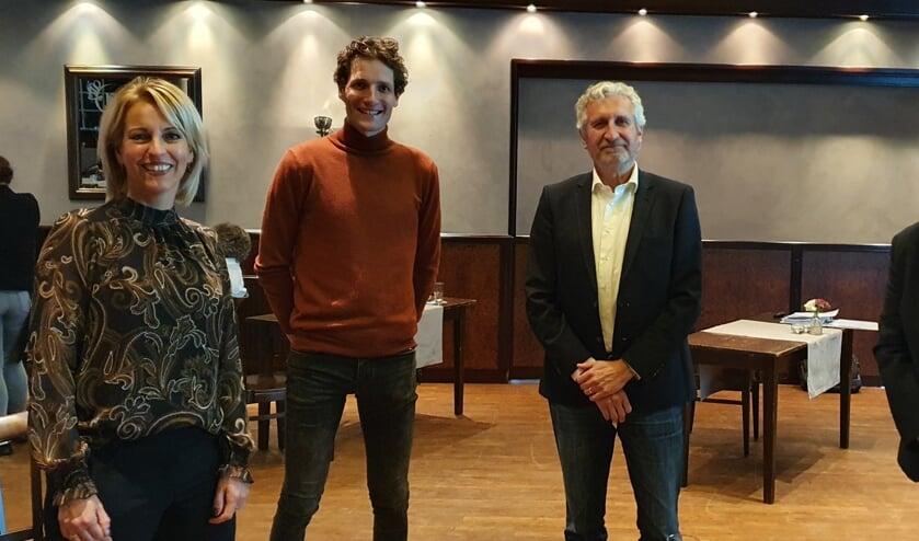 <p>Van links af Platform-voorzitter Erna Koeslag, IKB-bestuurder Tom Krajenbrink, Aanjager Bedrijfsleven Michiel Braakman en Harm ten Hoopen van Team EZ gemeente Berkelland. Foto: Rob Weeber</p>
