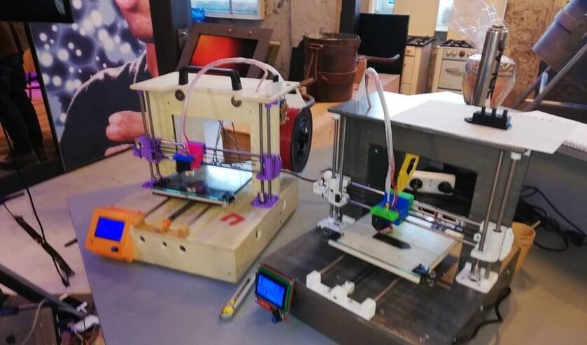 <p>De zelfgebouwde 3d-printers. Foto: PR</p>
