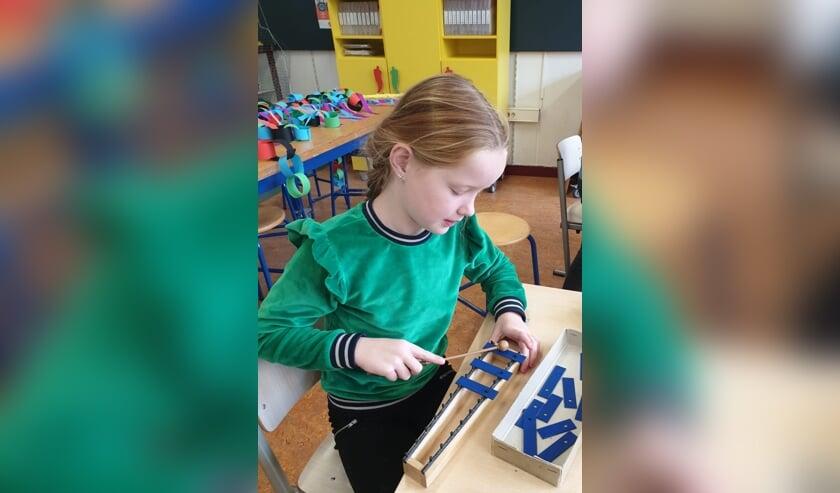 <p>Maud Schiphorst bespeelt de xylofoon. Foto: Mariëlle Overgoor</p>