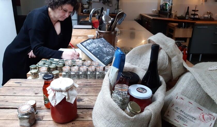 Het werk als bron- en contactonderzoeker bij de GGD geeft Raffaela Amato nieuwe energie en creatieve ideeën voor haar cateringbedrijf. Foto: Ceciel Bremer