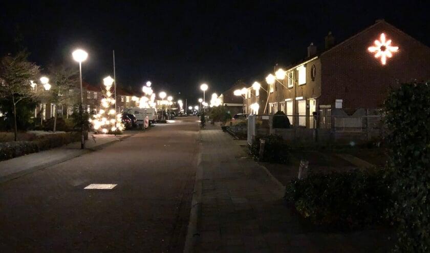 <p>Helaas geen sfeervolle kerstbomen dit jaar in de Herman Harmsenstraat. Foto: eigen foto</p>