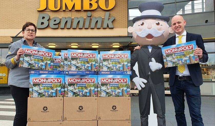 <p>De Grolse monopolyspellen zijn binnen bij Jumbo en kunnen zaterdag afgehaald worden. Foto: PR</p>