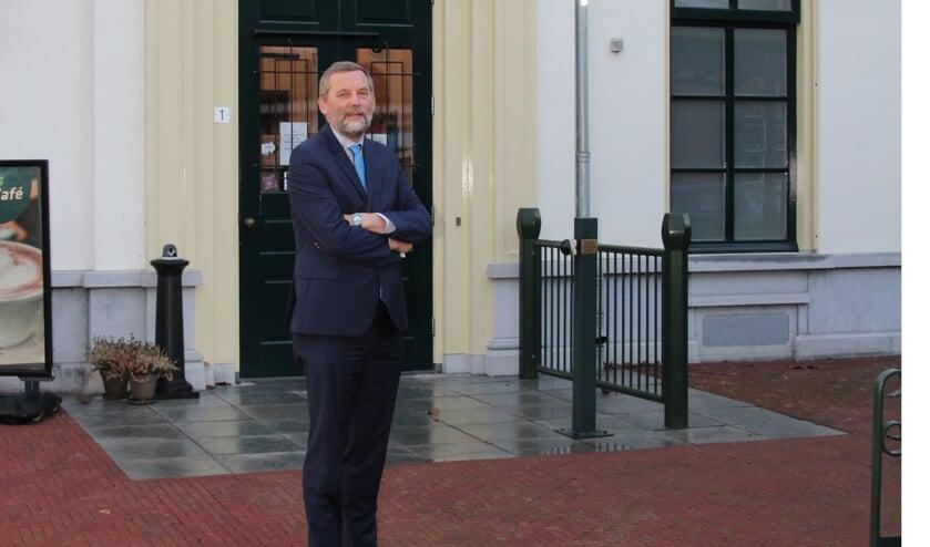 Burgemeester Anton Stapelkamp, bij het Ambthuis in Bredevoort. Foto: Lydia ter Welle