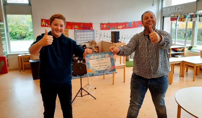 Rinze met zijn docent Gilbert Wientjes. Foto: PR