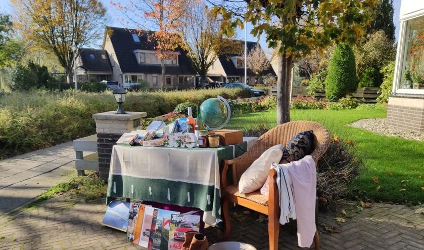 <p>Bij Wandel en Handel kunnen bewoners hun spullen op eigen stoep verkopen of weggeven. Foto: Hans Wonink</p>