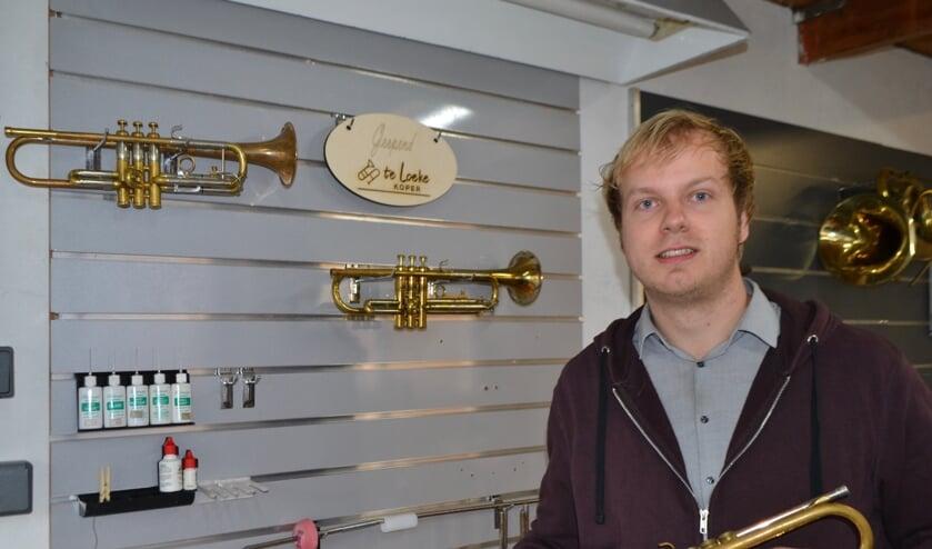 <p>Chiel te Loeke in zijn werkplaats. Foto: Leander Grooten</p>