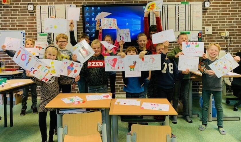 Leerlingen met het resultaat van hun werk. Foto: Jesse ter Avest