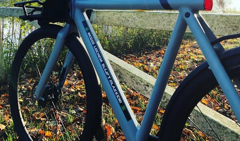 <p>Deze fiets draagt al een sticker &#39;Regio Lochem blijft plakken&#39;. Foto: PR</p>