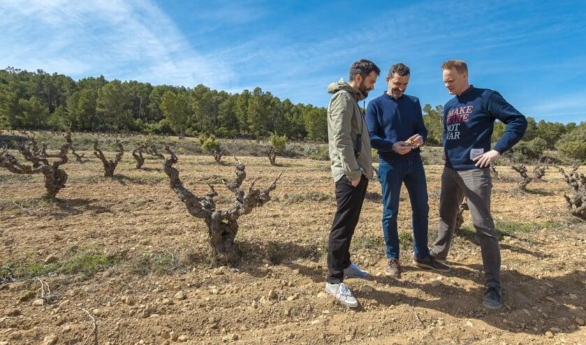 <p>Derrick Neleman is wijnmaker van het het begin tot het eind. Foto&#39;s: Santiago Vidal Vallejo</p>