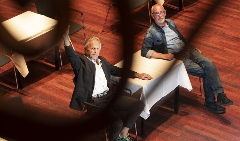 <p>Cabaretiers Frans Velthuis en Rob van Druten. Foto: Zutphens Persbureau/Patrick van Gemert</p>