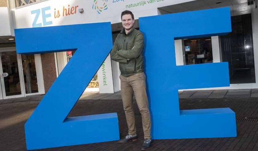 <p>ZutphenEnergie verwelkomt Gerjan de Ruiter als de duizendste klant. Foto: Patrick van Gemert/Zutphens Persbureau </p>