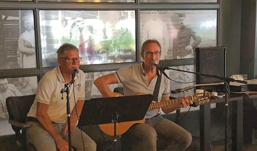 Theo Brinke (gitaar) en Henny Oesterholt (zang). Foto: PR