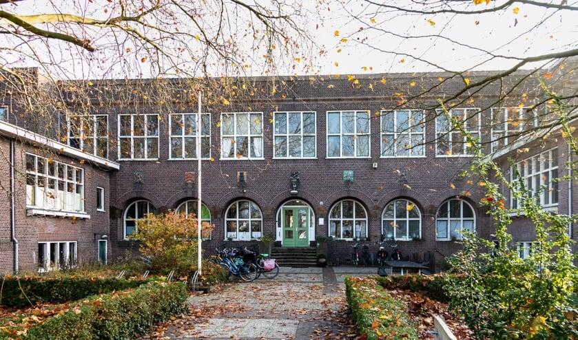 De voormalige vakschool voor meisjes aan het Vispoortplein. Foto: Henk Derksen