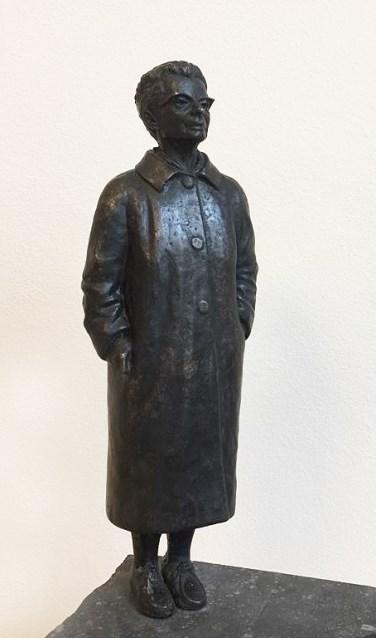 De prijswinnaar van de Ida Gerhardt Poëzieprijs krijgt dit jaar een replica van haar beeld op de IJsselkade. Foto: PR