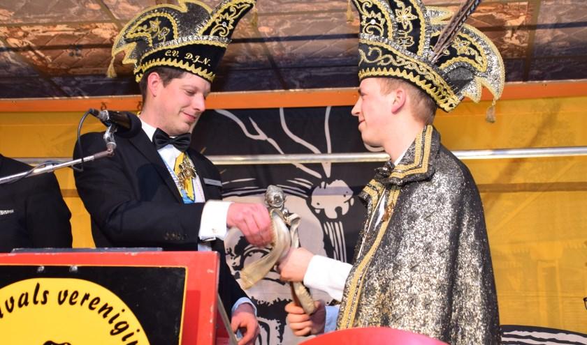 Prins Bram 1 ontvangt de scepter op het Prinsenbal in 2019.