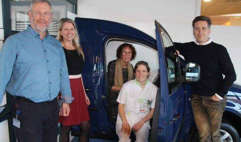 Van links naar rechts: Werner Eisink, Susan Kroesen, clustermanager, Ellie Halin , Debbie Loeters en Hendrik Jan Mensink. Foto: Lineke Voltman