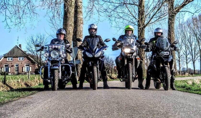 De bestuursleden van Keijenborgse motorclub KMC'95 stappen zelf ook maar wat graag op de motor. Meest links mede-oprichter Theo Stapelbroek. Foto: Luuk Stam