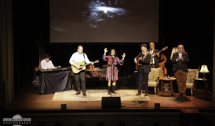 'Mooie leedkes' in de voorstelling Tweeduuster. Foto: PR