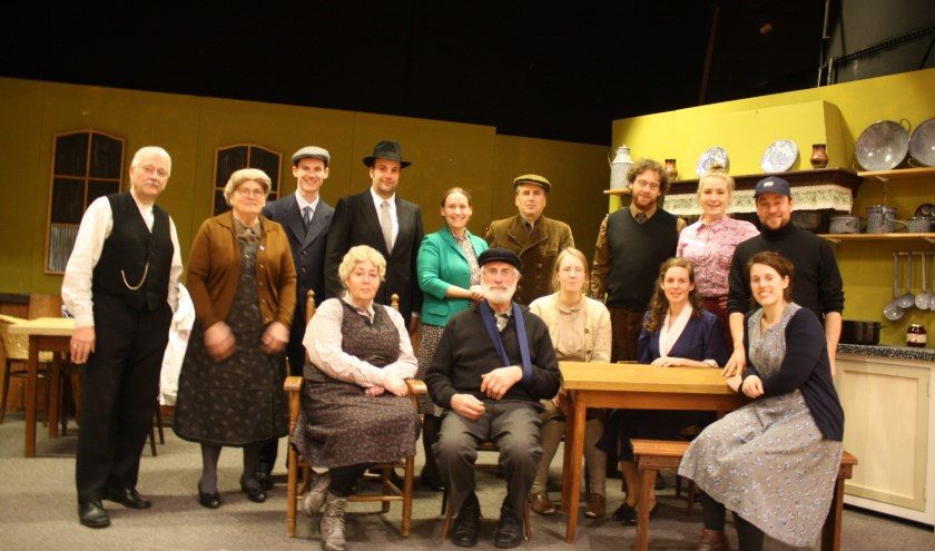 Een groepsfoto van de cast van 'Februari'. Foto: PR