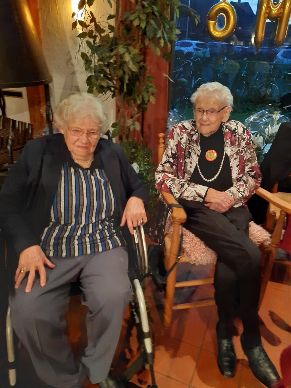 Twee honderjarige dames. Foto: Rob te Brummelstroete