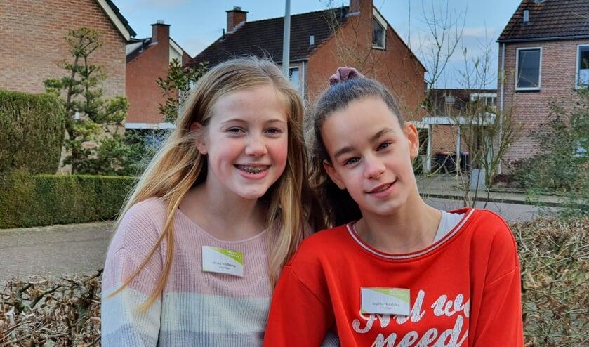 Deze meiden doen sinds de zomervakantie vrijwilligerswerk bij de Hoge Weide. Foto's: Wendy Goodin
