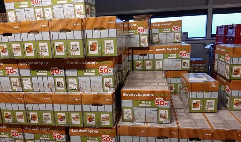Plus pakketten voor de Voedselbank. Foto: PR