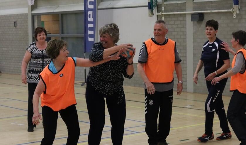 Walking Handball, een pilot van Bronckhorst bij handbalvereniging SV Quintus. Foto: HV Volendam