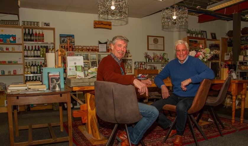 Jules van Kessel (l.) en Martien Pater aan de grote tafel, het hart van Van Sinckel. Foto: Liesbeth Spaansen