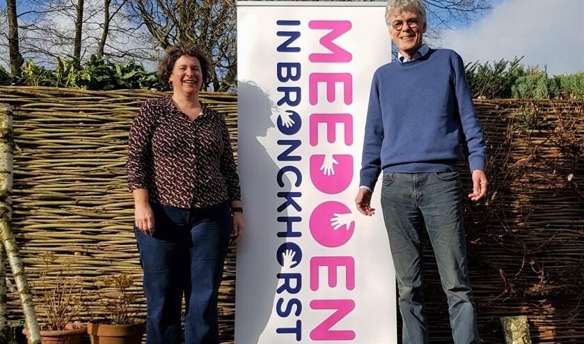 Hanneke Kruissink en Siert Wieringa zetten zich in voor de website www.meedoeninbronckhorst.nl. Foto: Alice Rouwhorst