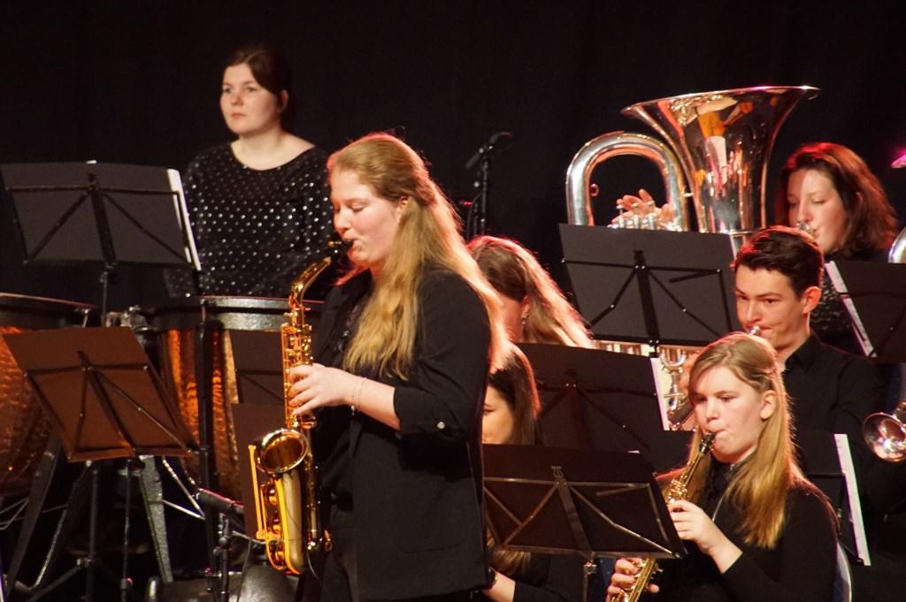 Thirza Salemink speelt een solo. Foto: Frank Vinkenvleugel  © Achterhoek Nieuws b.v.