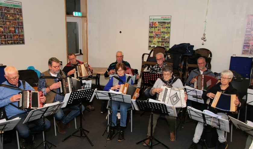 Enkele Plucker Muzikanten tijdens de repetitie. Foto: Frank Vinkenvleugel