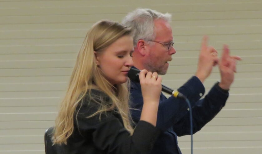 Concentratie bij Laura van Kaam en dirigent Tijmen Botma bij de eerste repetitie van Blue Lake Proms. Foto: Josée Gruwel
