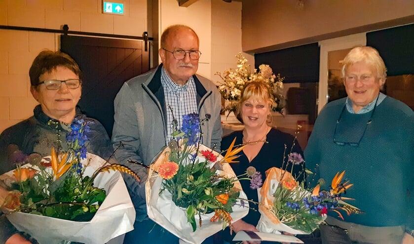 Jubilarissen van het Rode Kruis Bronckhorst: (v.l.n.r.) mevrouw G. Klein Bluemink, de heer J. Lockhorst, mevrouwA. Hof en voorzitter de heer N. Nijhoff. Foto:Y. Eijmers