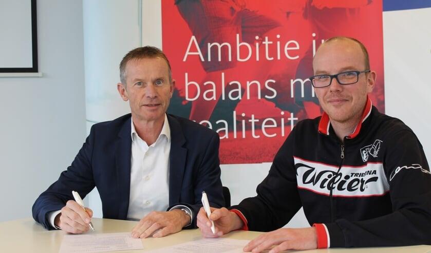 Jos Bongers van KroeseWevers (links) en Mathijs Wiggers van Archeus: 'Contract is ondersteund voor activiteiten in sport en bewegen'. Foto: PR