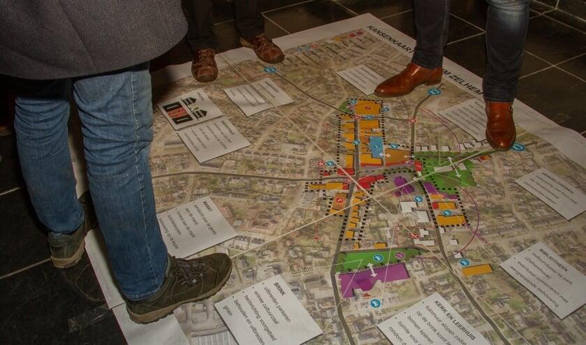 De presentatie van de werkgroep Vitale Kern Zelhem concentreerde zich rondom de kansenkaart centrum Zelhem. Foto: Liesbeth Spaansen