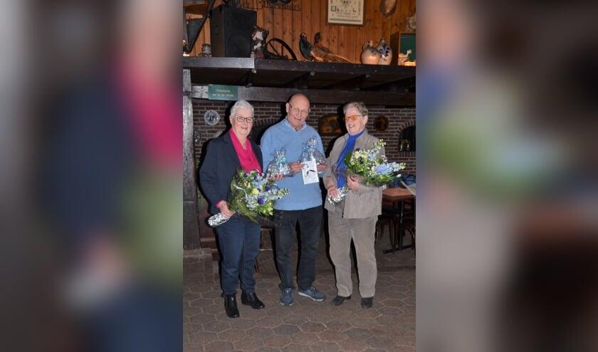 De jubilarissen Rinus en Diny van Zuilekom en  Henny Schekman-Westerveld.  Foto: PR.