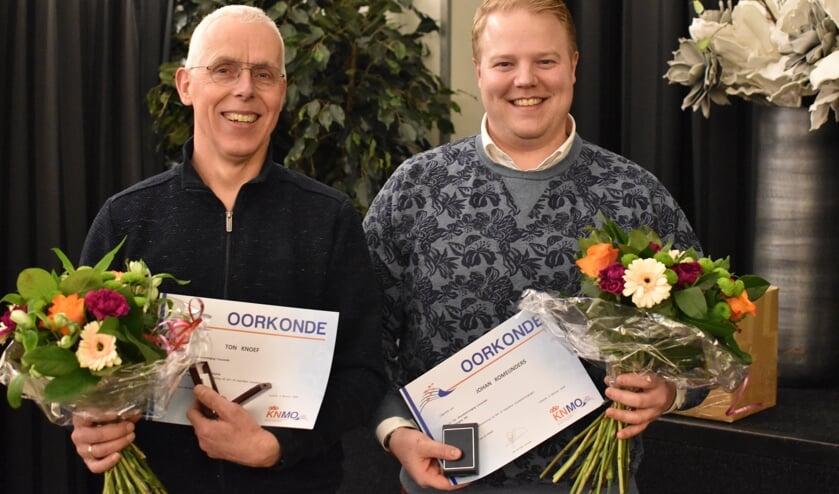 Jubilarissen van Crescendo Hengelo Ton Knoef (l.) en Johan Romeijnders. Foto: Sybren Knoef