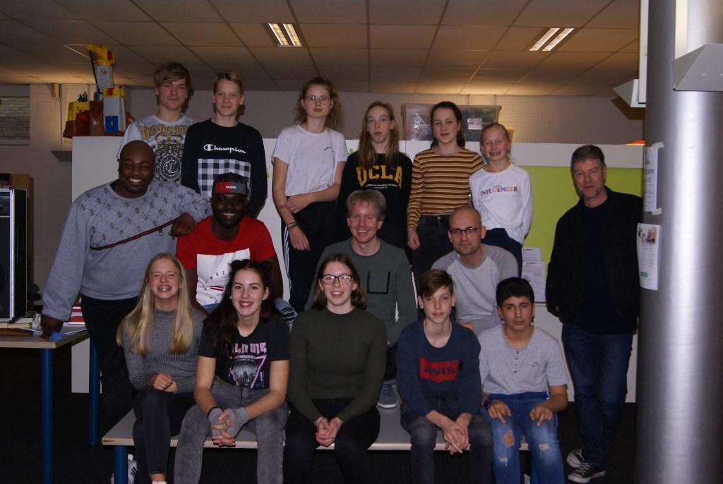 Alle kandidaten met de coaches, docenten en de talentverbinder. Foto: Eva Schipper   © Achterhoek Nieuws b.v.