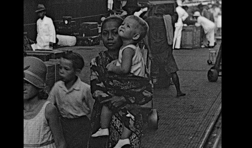 Scène uit de film 'Ze noemen me Baboe'. Foto: Luxor Zutphen