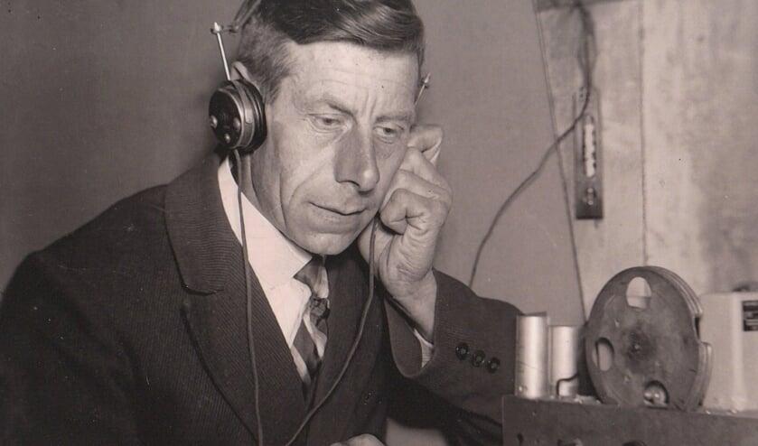 In de gemeente Lichtenvoorde waren radio's al in juli 1941 in beslag genomen. Er kon alleen nog stiekem naar Radio Oranje geluisterd worden. Op de foto Wim Wissink.