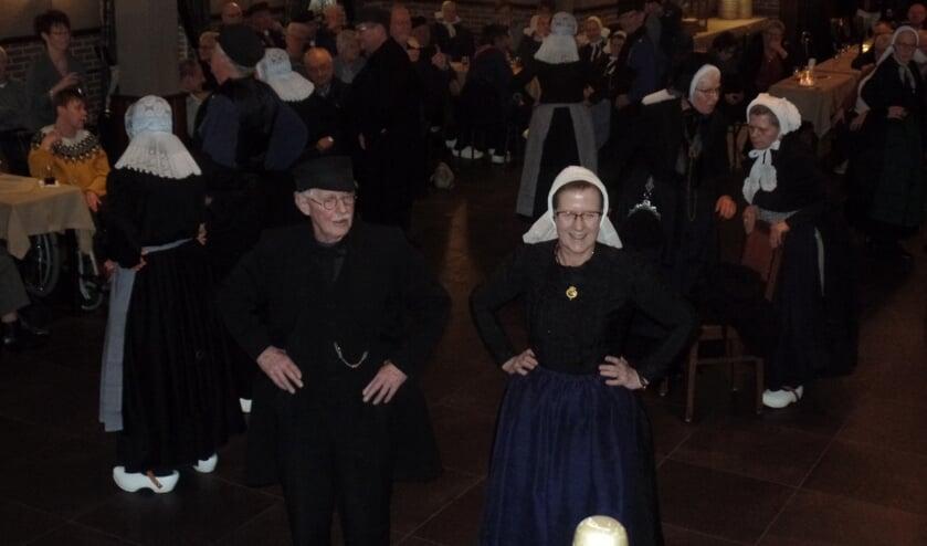 De Plaggenmeijers uit Rekken presenteerden zondag onder meer de 'Schaatsenrijderspolka' en de 'IJswals'. Foto: Jan Hendriksen.