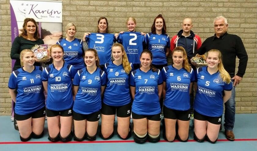 Sparta Zelhem Dames 1 met hun sponsoren. Foto: Marleen Groot Severt