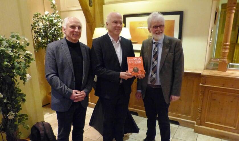 Hans de Beukelaer (Fagus), Albert Hilvers en Gerhard ter Maat bij de boekenpresentatie. Foto: Bernhard Harfsterkamp