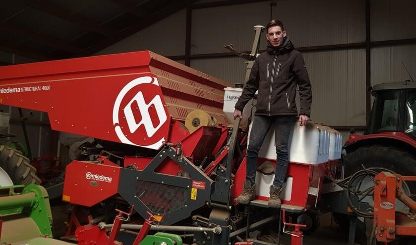 Het is bijna zover en dan kunnen de machines van stal. Bas kan dan in het echte leven aan het werk met een aardappelpoter. Foto: Alice Rouwhorst