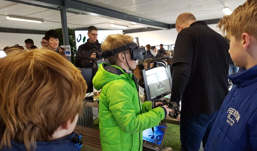 Zelf ervaren hoe het is om heftruck te rijden met heftrucksimulator op een VR-bril.  Foto: PR