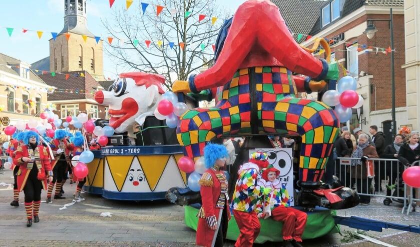 Een beeld van de Grolse carnavalsoptocht in 2018, die toen ook door Omroep Gelderland rechtstreeks werd uitgezonden. Foto: Theo Huijskes