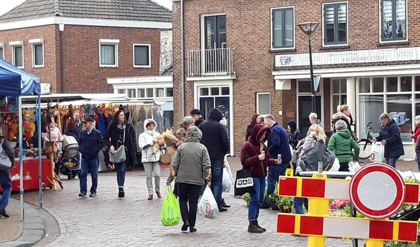 De markt in Dinxperlo werd ook vorige week nog druk bezocht. Foto: Frank Vinkenvleugel
